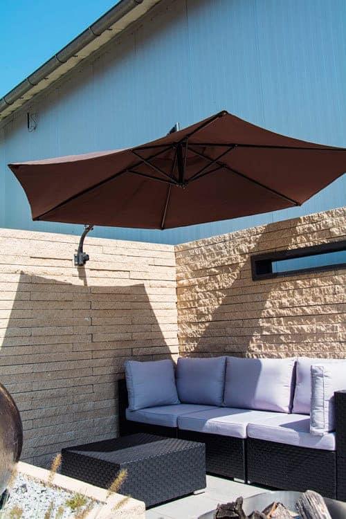 Sonnenschirm als Gartenbeschattung Einbau